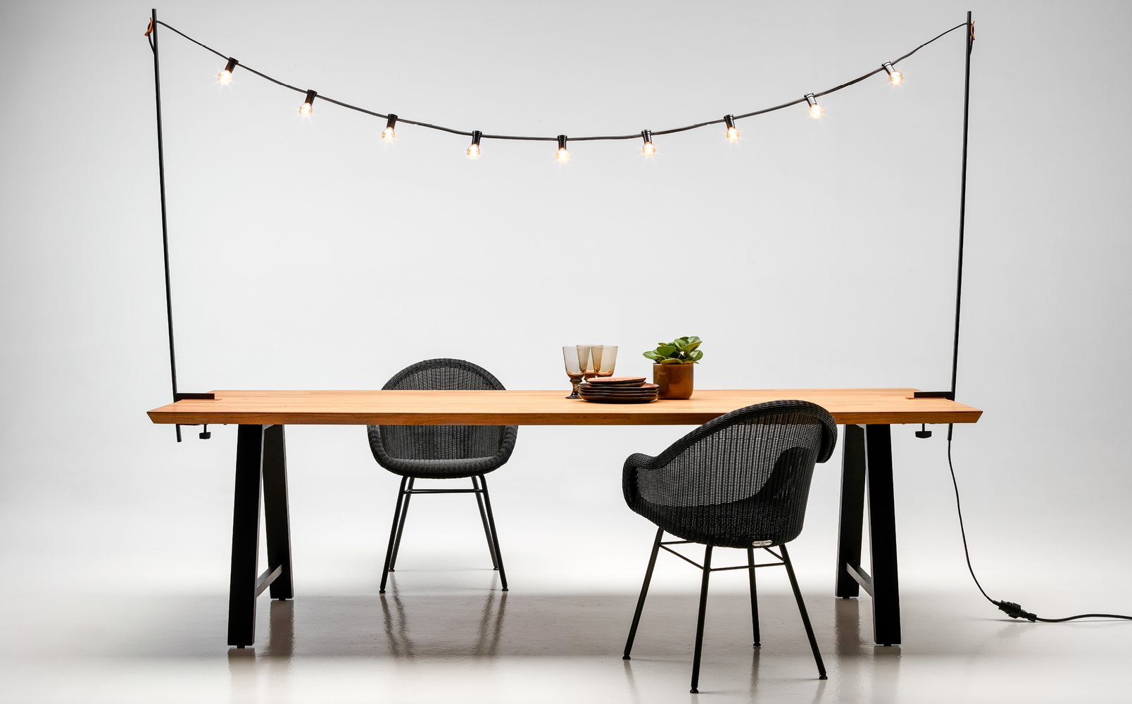 Vincent-Sheppar-Matteo-dining-table-Light-my-table-Edgard-dining-chair-steel-A-base