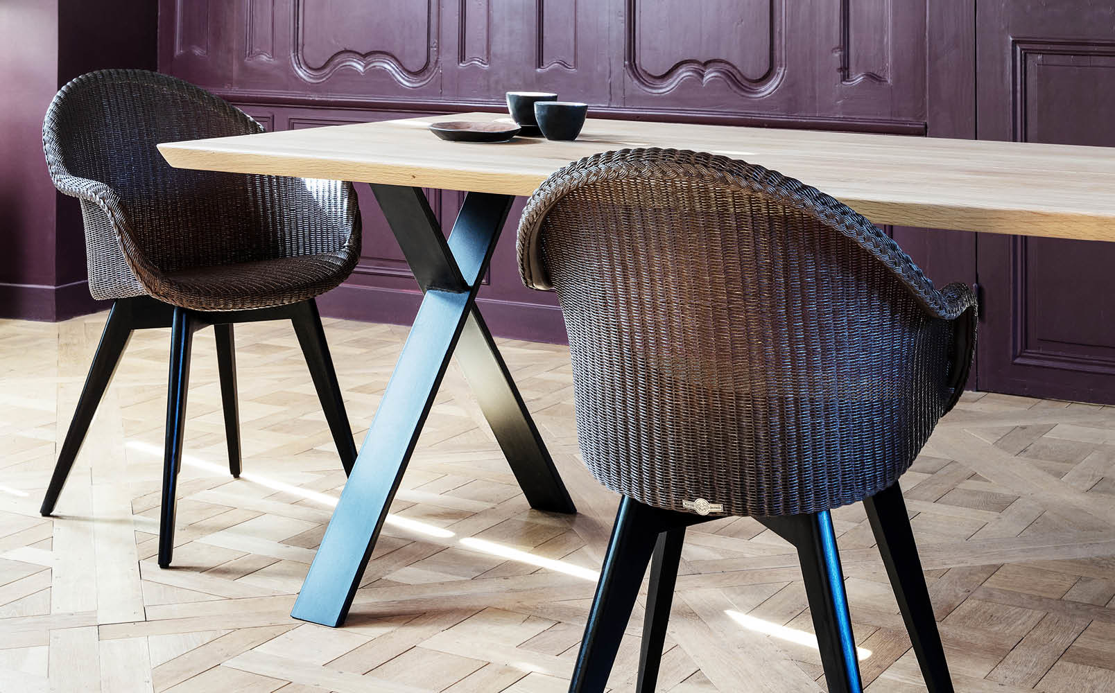 vincent-sheppard-Avril-HB-dining-chair-black-wood-base-and-Albert-X-base
