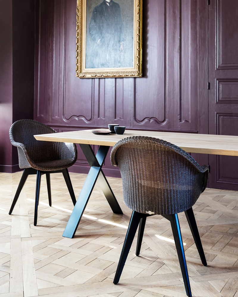 Vincent-Sheppard-Albert-dining-table-X-base-Avril-HB-dining-chair-black-wood-base