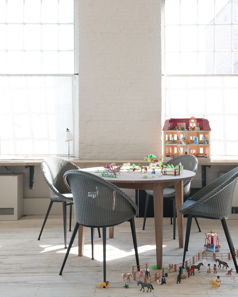 Vincent-Sheppard-Lille-extendable-dining-table-Jack-dining-chair-steel-base