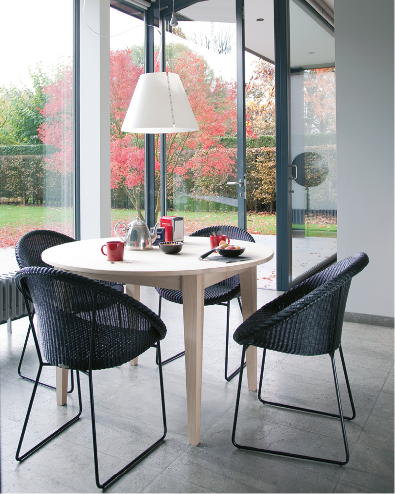 Vincent-Sheppard-Joe-dining-chair-black-sled-base-Lille-dining-table