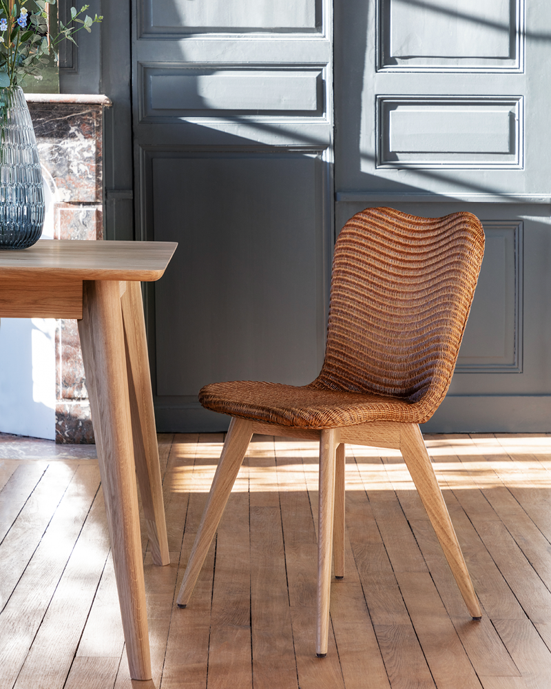 Vincent-Sheppard-Lily-dining-chair-oak-base-Dan-dining-table