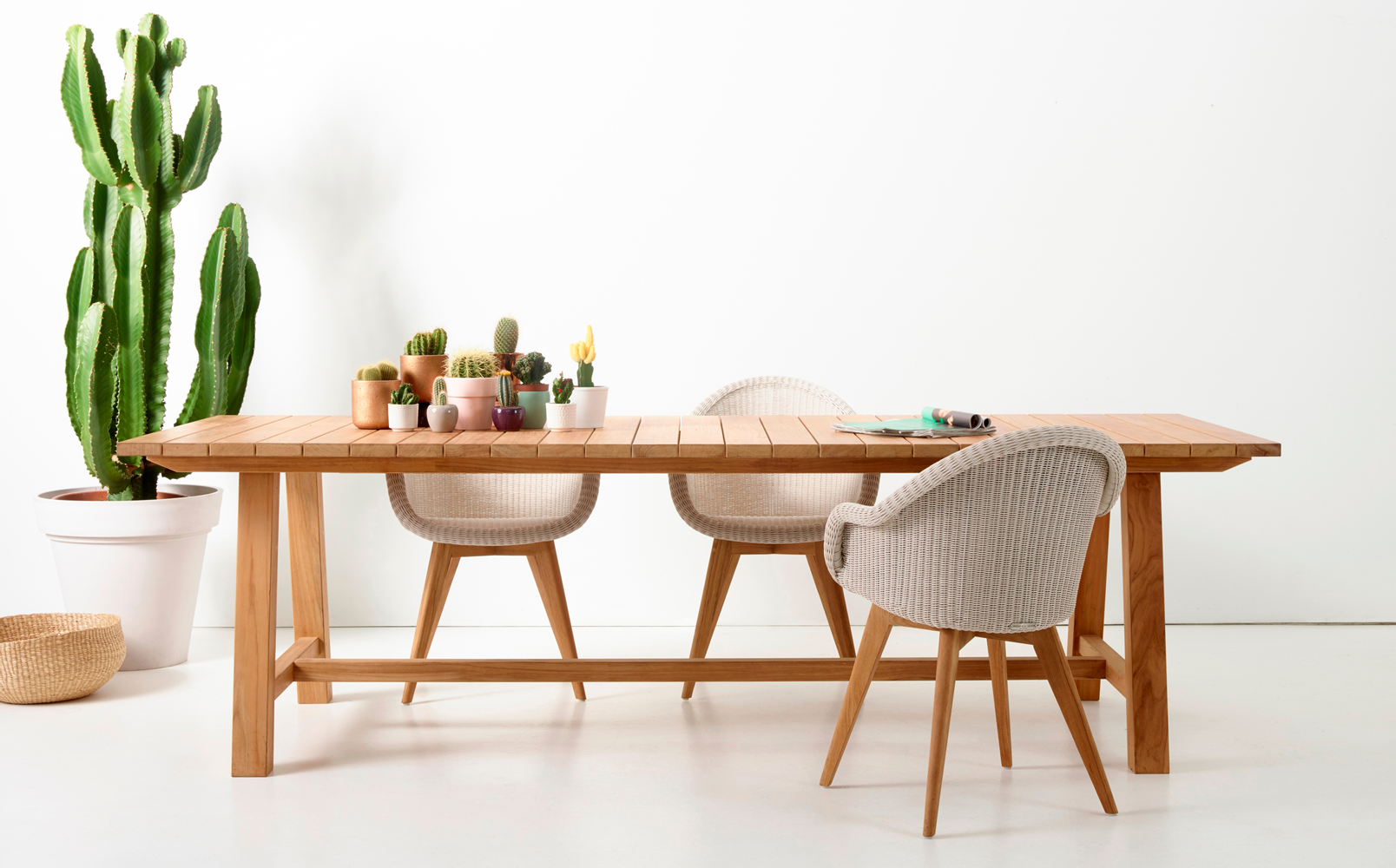 vincent-sheppard-Bernard-dining-table-edgard-teak-base