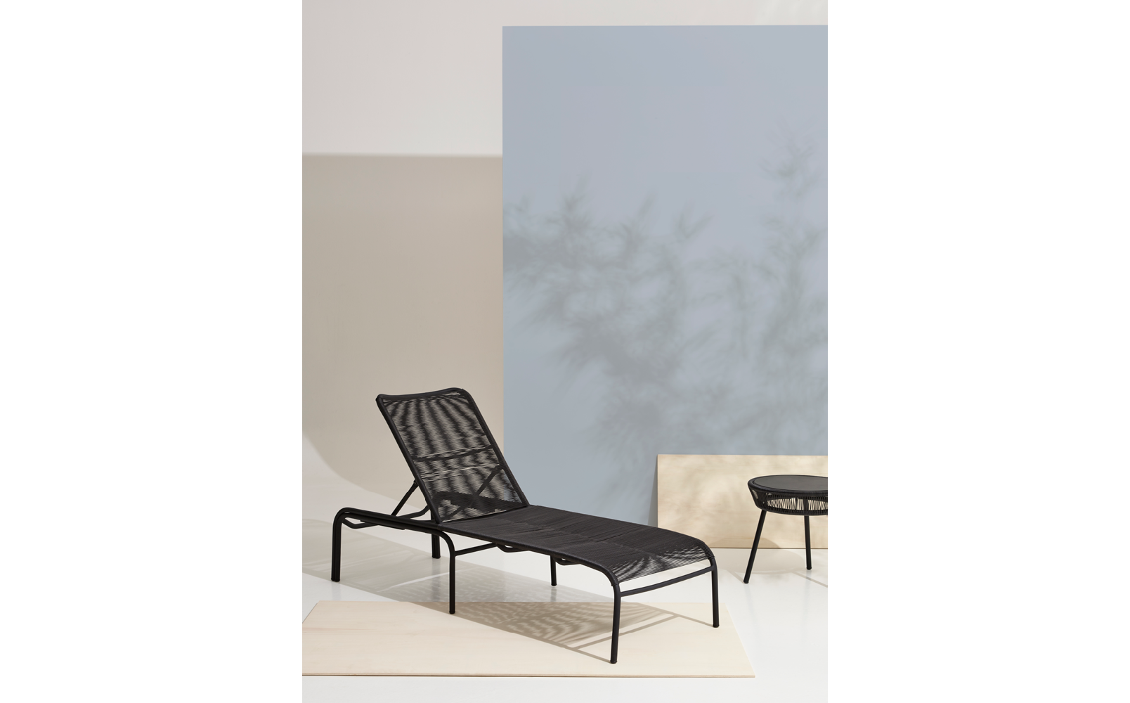 vincent-sheppard-loop-sunlounger-side-table