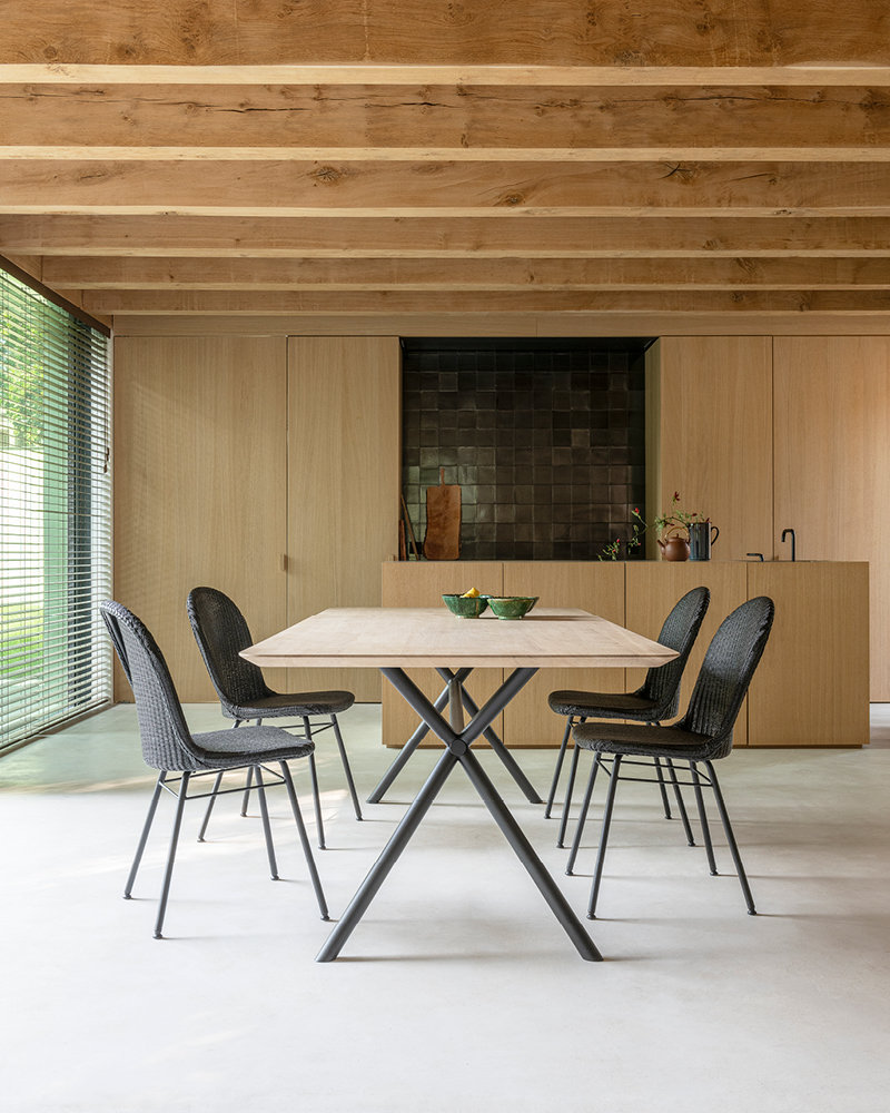 vincent-sheppard-elias-dining-table-yann-dining-chair