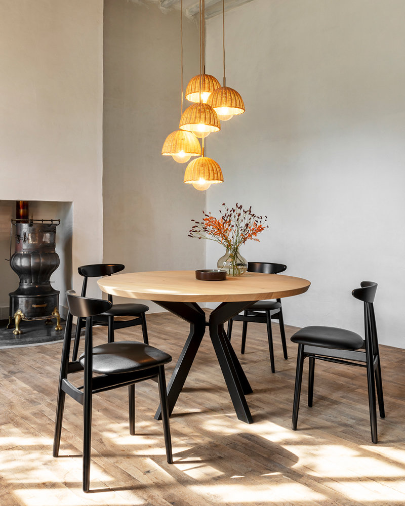 vincent-sheppard-Albert-round-dining-table-Teo-dining-chair-luna-lamp