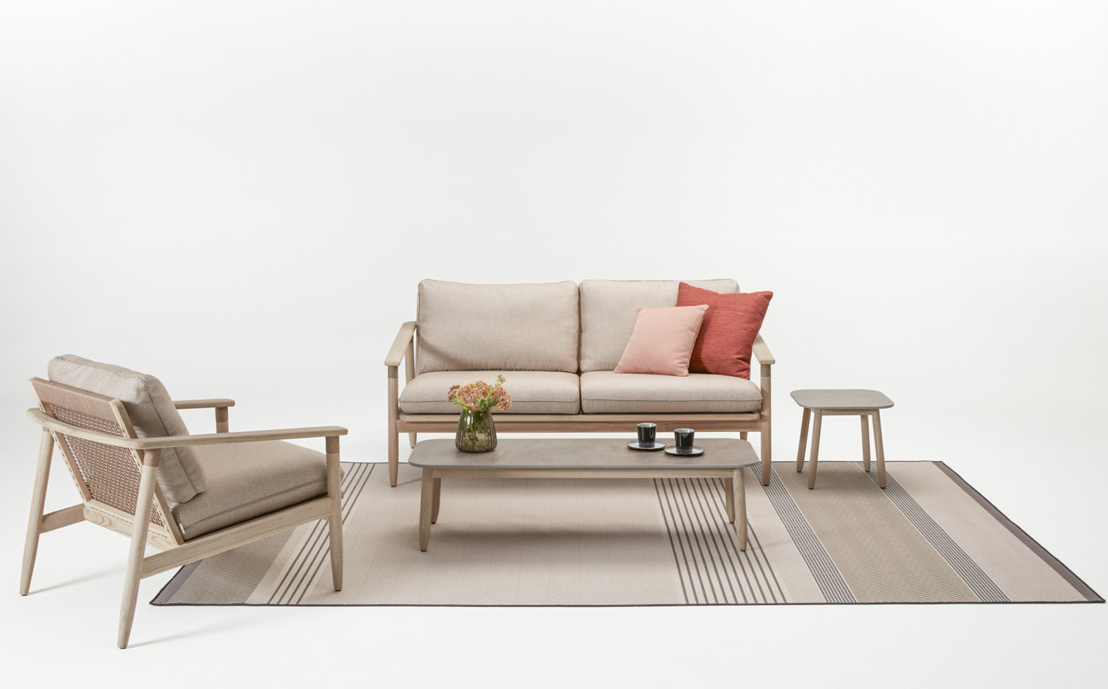 vincent-sheppard-david-lounge-sofa-lounge-chair-coffee-table-side-table-toundra-outdoor-rug