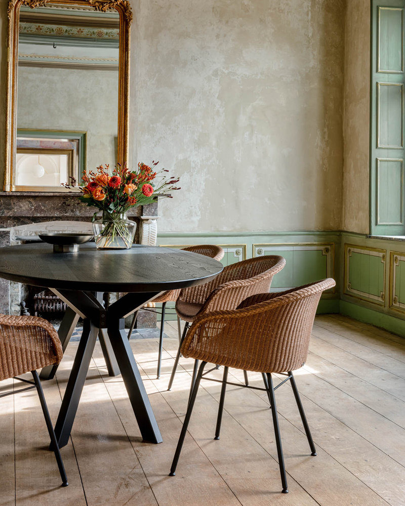 vincent-sheppard-Albert-round-dining-table-avril-dining-chair